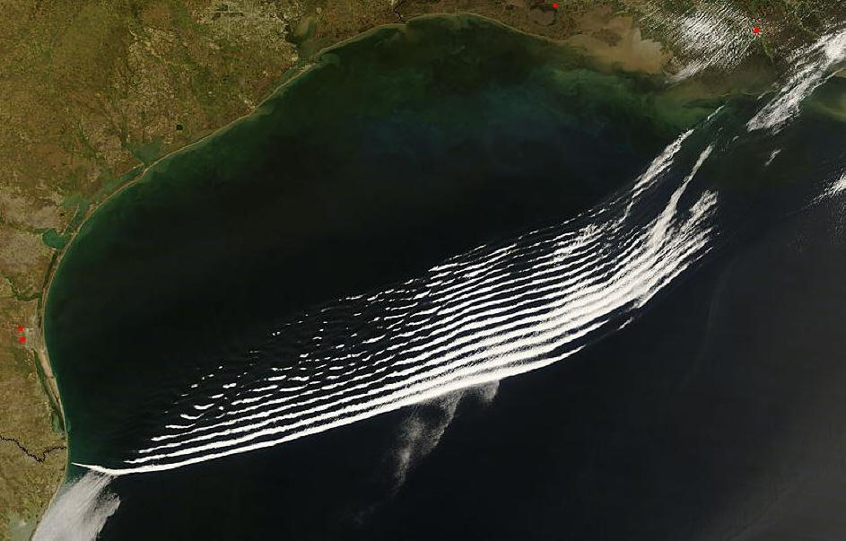 Fig1: Onde di gravita' atmosferiche al largo della costa texana immortalate dal sensore MODIS.