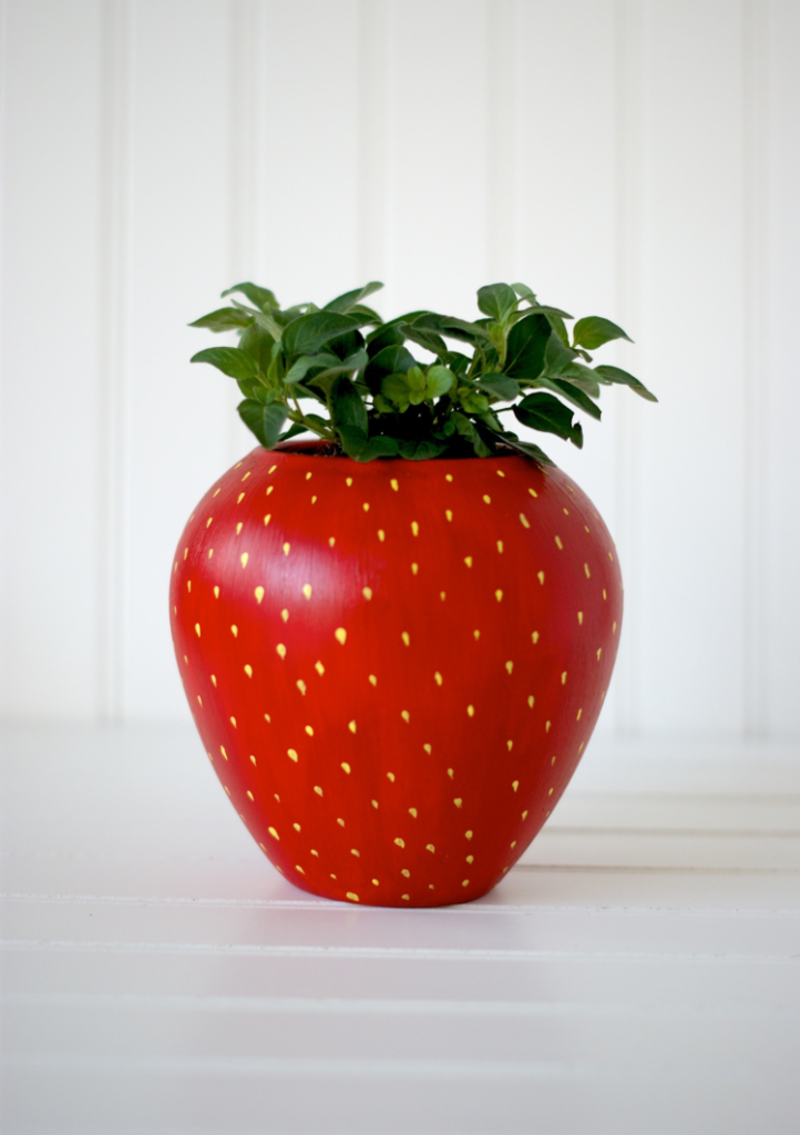 DIY+Painted+Strawberry+Herb+Planter+for+your+kitchen